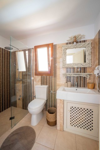 Premium Pool Villa patmos bathroom