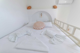 Premium Pool Villa patmos bed